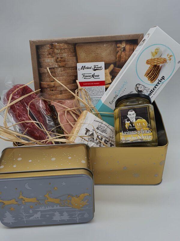 caja dorada con articulos