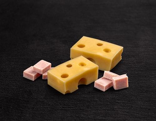 queso chedar con cubos de jamon